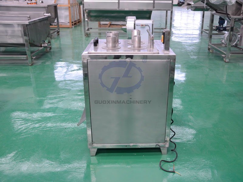 Fruit and vegetable slicing machine